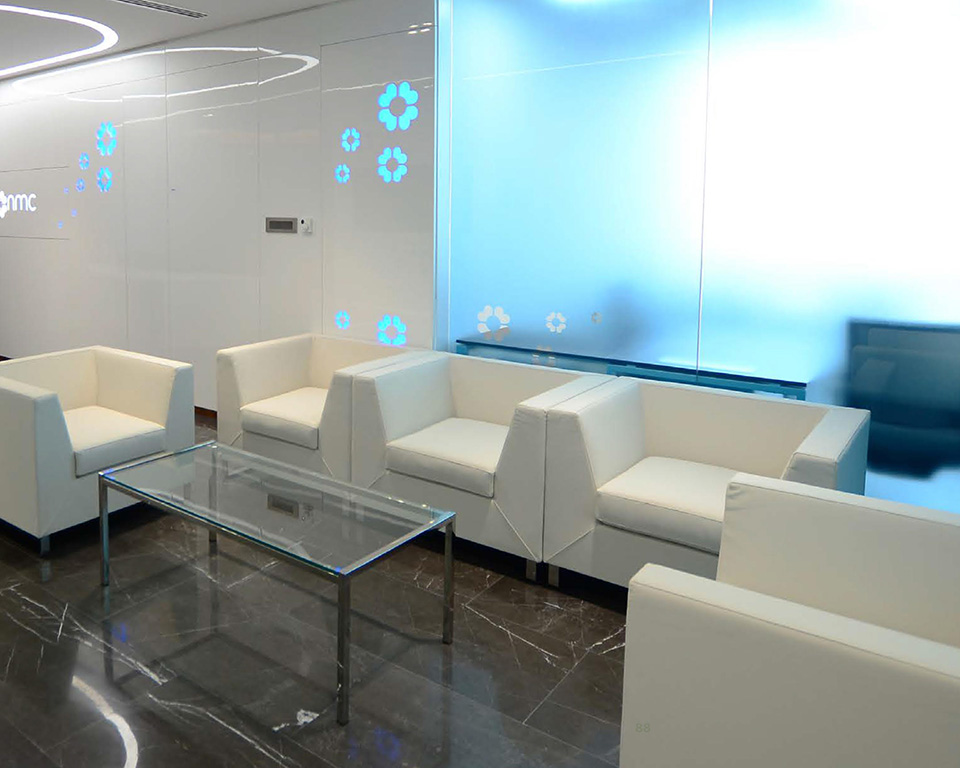 Go Beyond sofas and armchairs for offices and reception areas in white leather