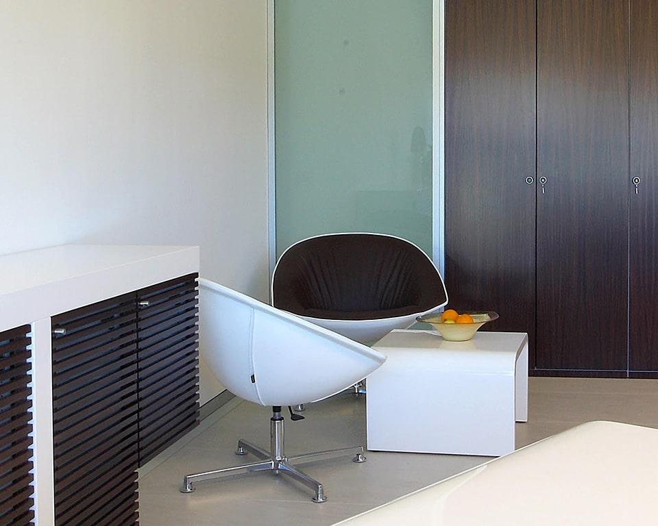 Tau Luxury Executive white gloss coffee tables to match both Tau and Taiko white gloss executive desks