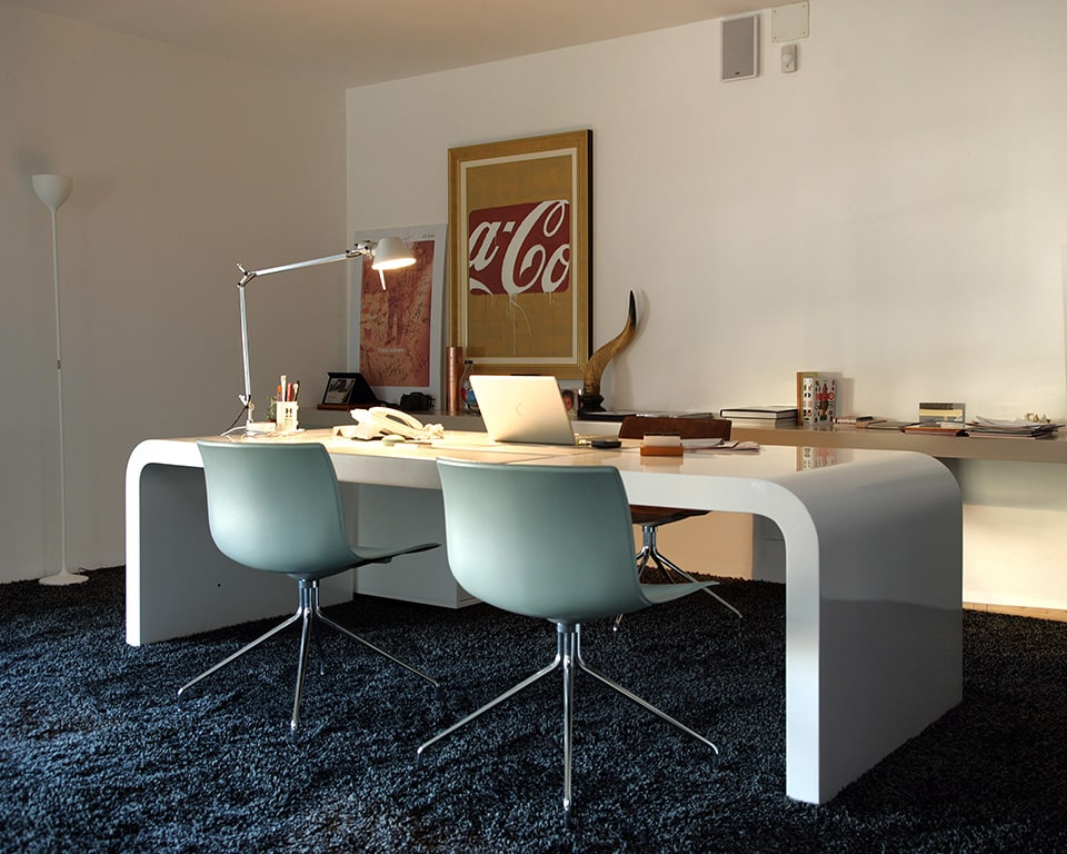 Tau is a premium quality Chief executive directors desk in white gloss and leather inlaid top