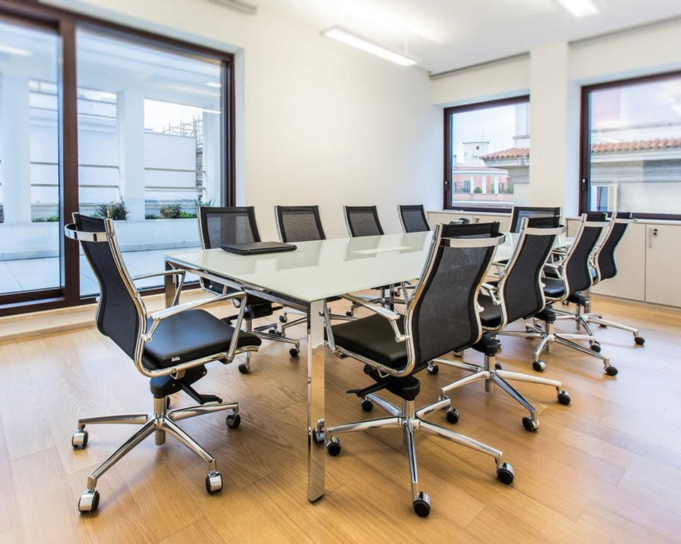 Havana Mini Medium back managers chair and boardroom chair in black leather and black mesh upholstery around a glass meeting table