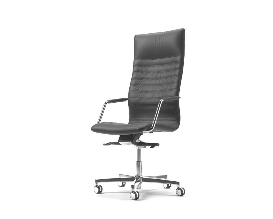 Tempo High back black Leather Executive chair with upholstered arms front view detailing