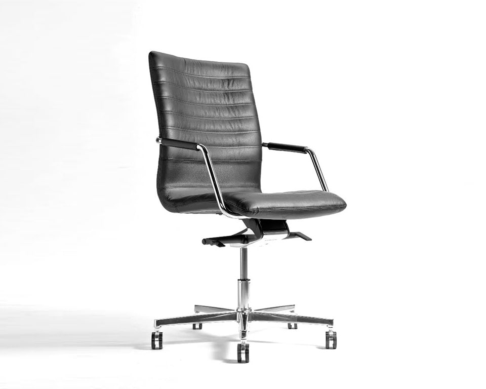 Tempo Medium High back black Leather Executive chair with upholstered arms front view