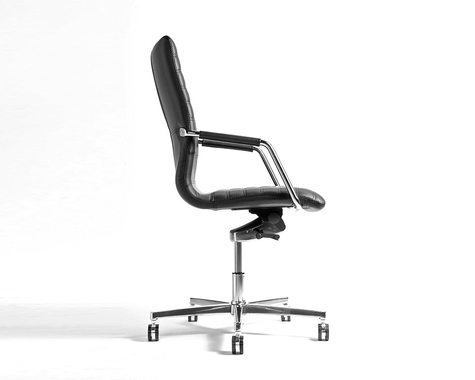 Tempo Medium High back black Leather Executive chair with upholstered arms side view