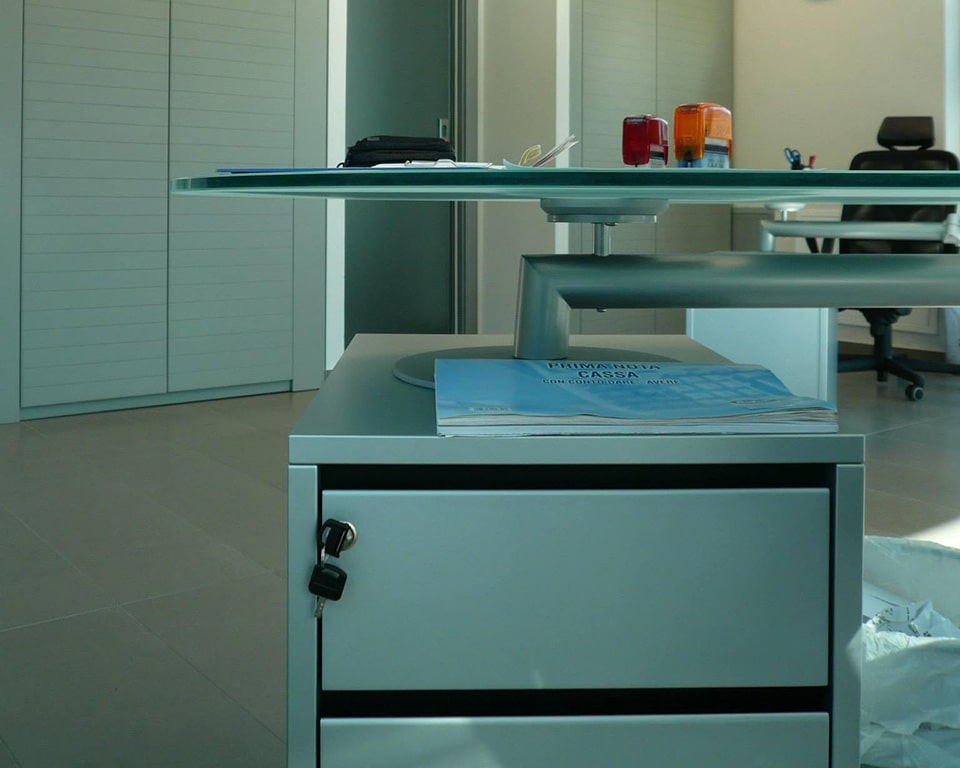 Personal lockable 3 drawer structural pedestal for Isotta bean shaped desks