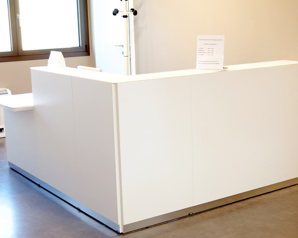 Bengentile Italian designer reception desks .White lacquered L - shaped reception desk with glass counter top