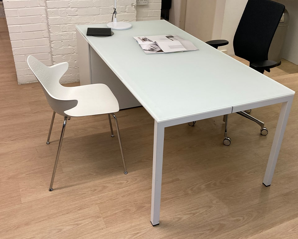 High end Minimum-white-glass-desk-min-1800 x 900 mm