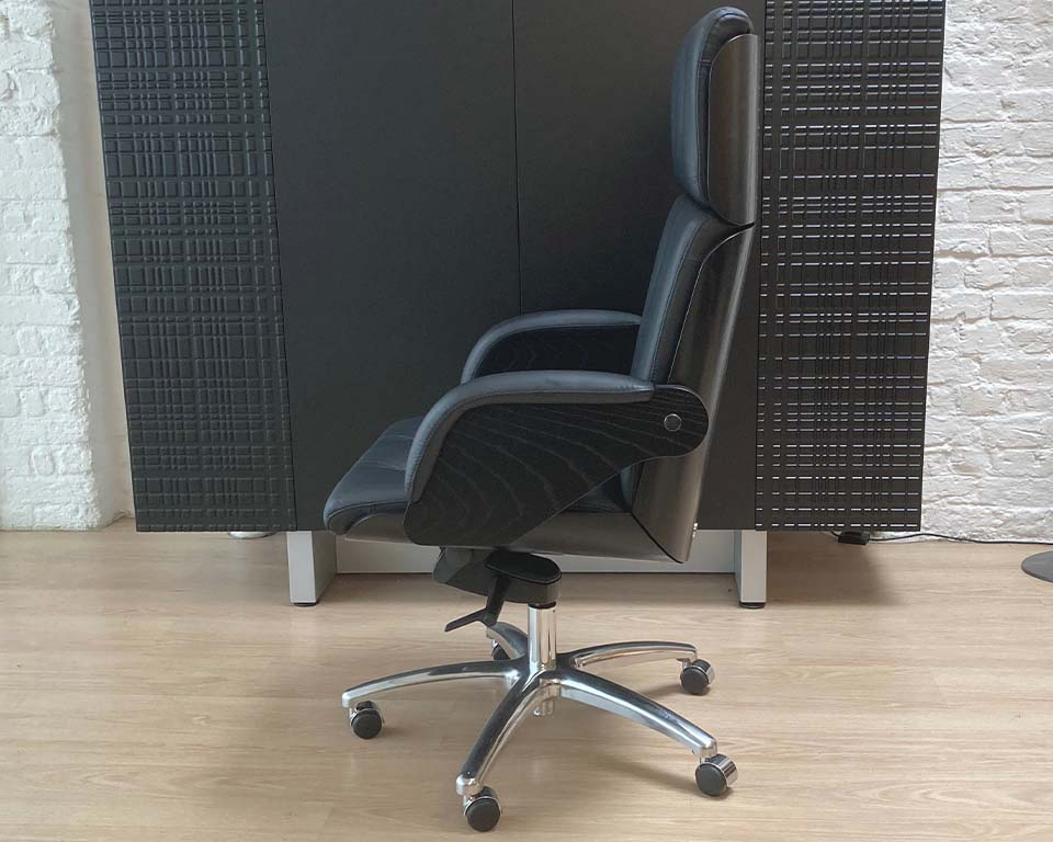 Premium high end Italian Executive chair in real Italian leather and black ash wood frame. Buttoned real leather upholstery. High back CEO chair shown in black leather and black ash wood.Die cat aluminium 5 star base and castors.