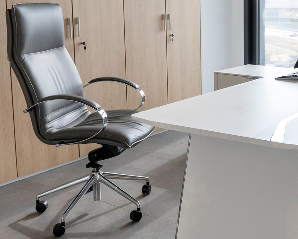 HIGH QUALITY ITALIAN DIRECTORS CHAIR - luxury high end high back executive chair in Italian leather and a die cast aluminium frame