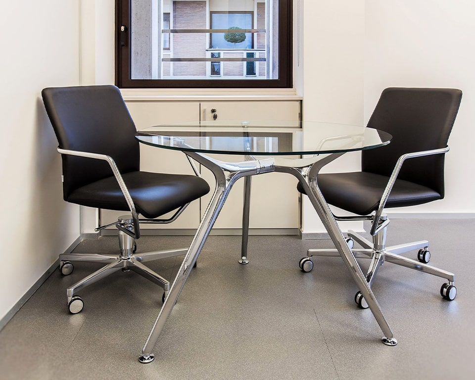 HIGH END HOME OFFICE CHAIRS in black leather, other leather colours are available as standard, Chrome arms with leather arm pads. Die cast aluminium 5 star base and castors. Gas lift and swivel chair for meeting rooms and small offices.