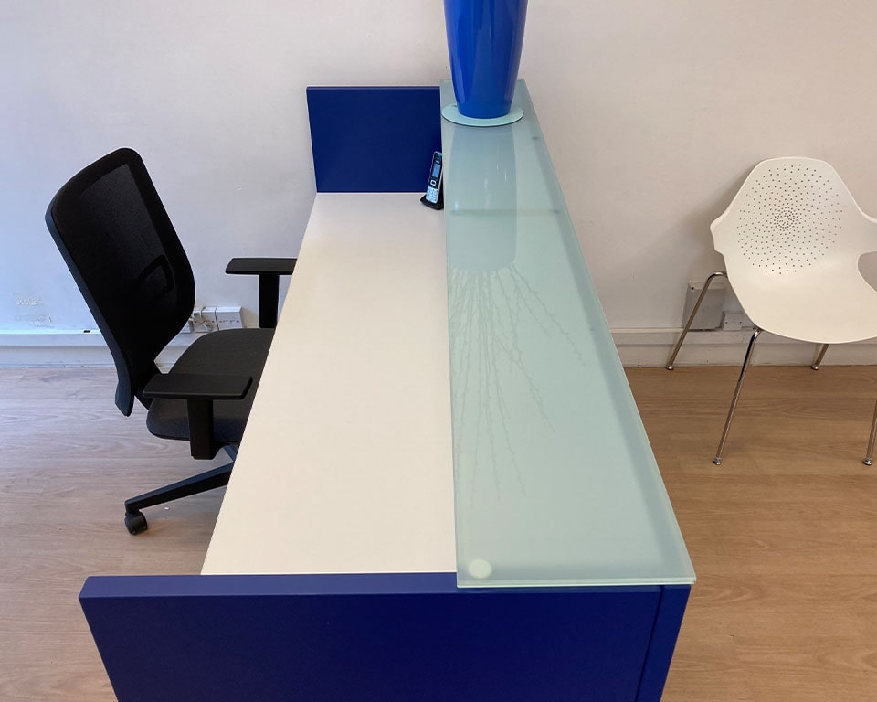Luxury Designer reception desks - BG Italian reception desks are part of the extensive modular range of high end reception desks. These small rectangular reception desks are stylish additions to small reception areas and are suitable as single user reception desks