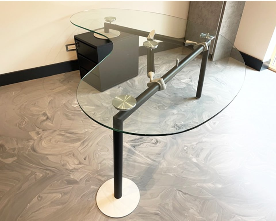 High quality Glass desks: Extra large Kidney shaped Glass desk with drawers. - Transparent Executive glass desk with a matt black frame and lockable 3 drawer structural pedestal