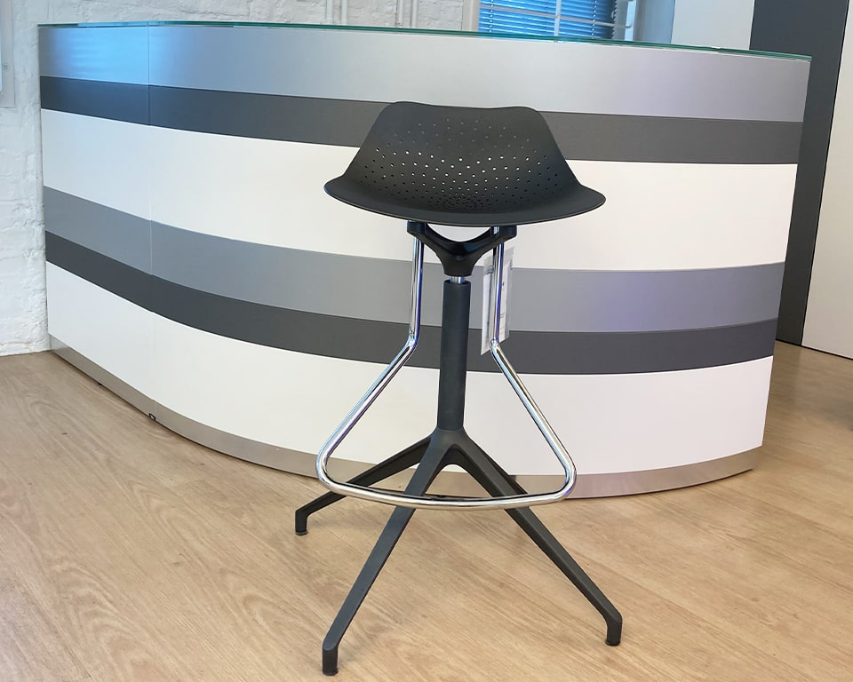 Fixed height swivel bar stools in recyclable aluminium . The Chrome footrest is at a comfortable height. These stylish bar stools are excellent as kitchen bar stools at home or as luxury quality break out bar stools in the office