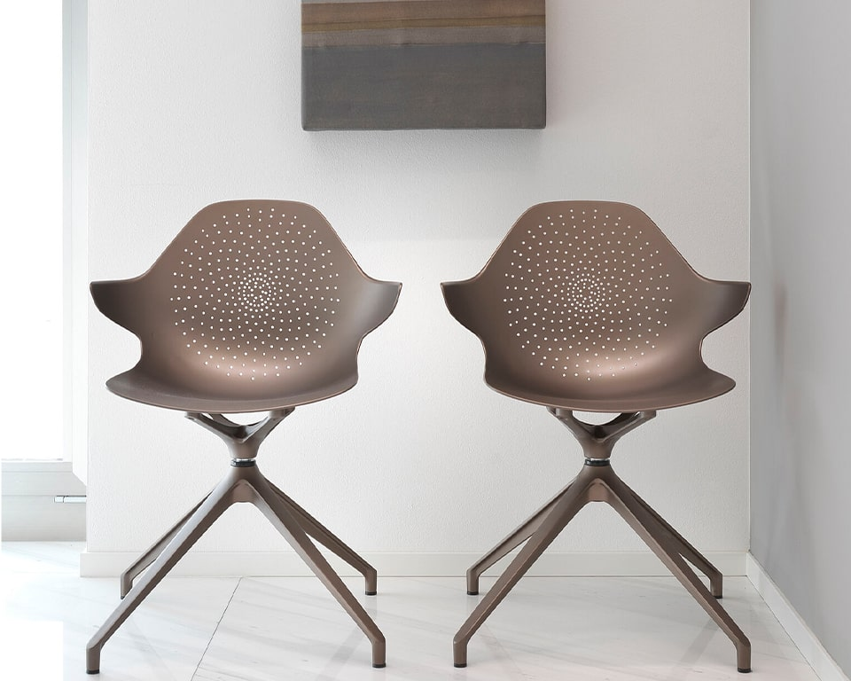 High quality meeting room chairs in recyclable aluminium - swivel 4 spoke base in matt lacquered colours